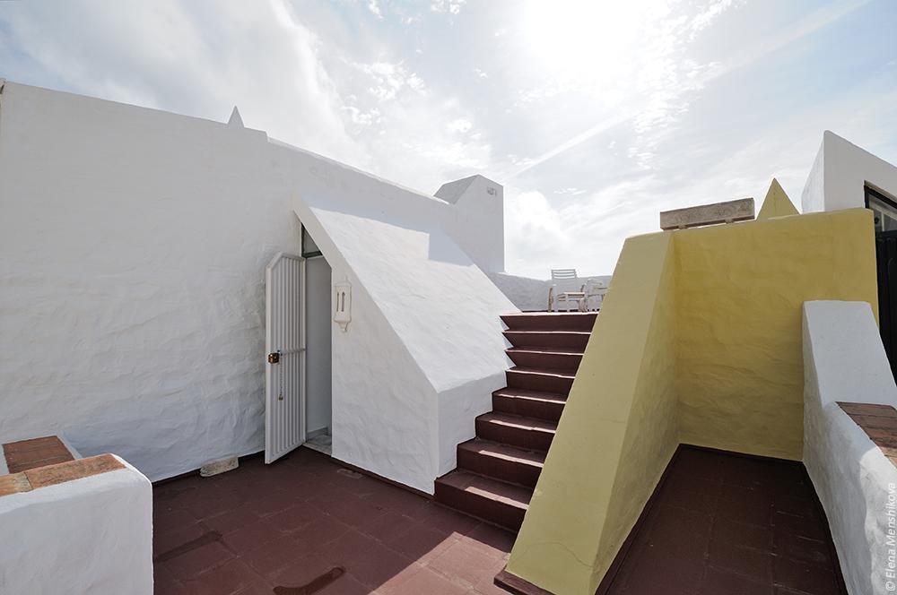 Выход на крышу и лесенка на второй уровень