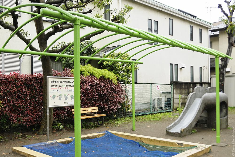 Суровая токийская детская площадка